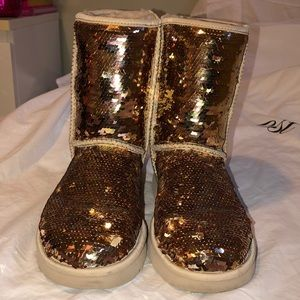 LIKE NEW ROSE GOLD SEQUIN UGGS SZ 8